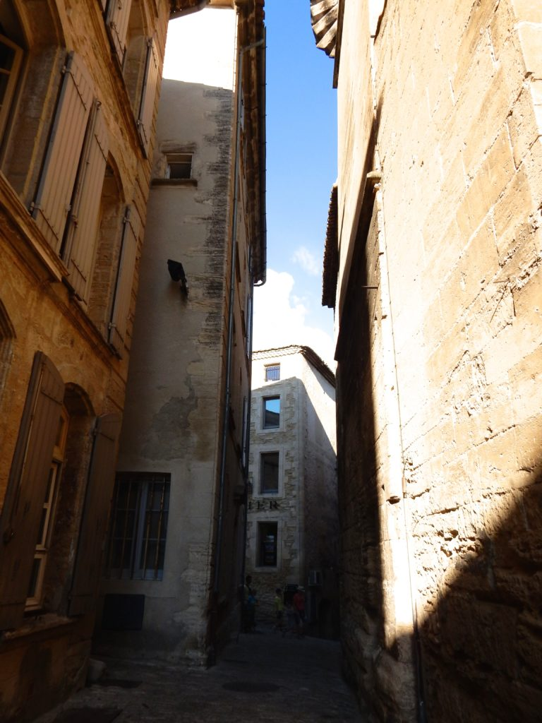 shadow and light in Gordes