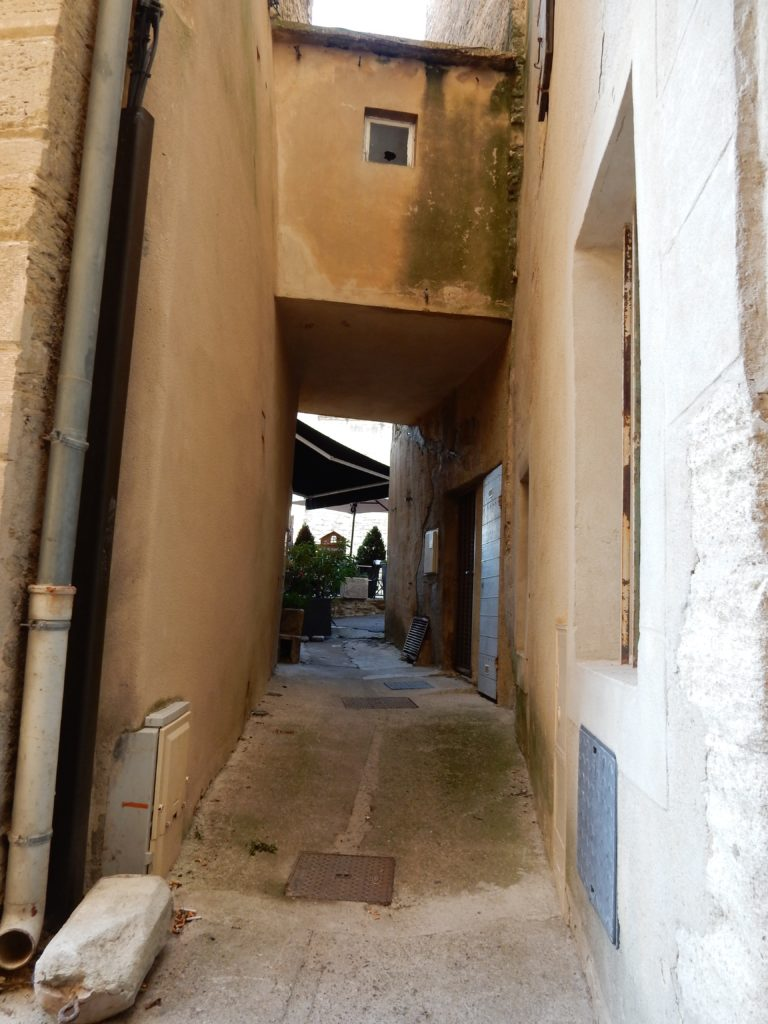 Gordes alleyways