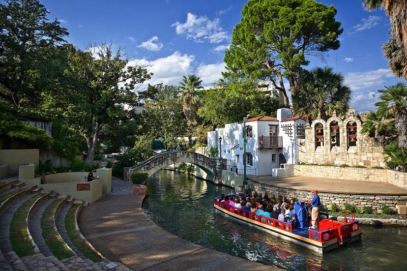 san-antonio-riverwalk-boat