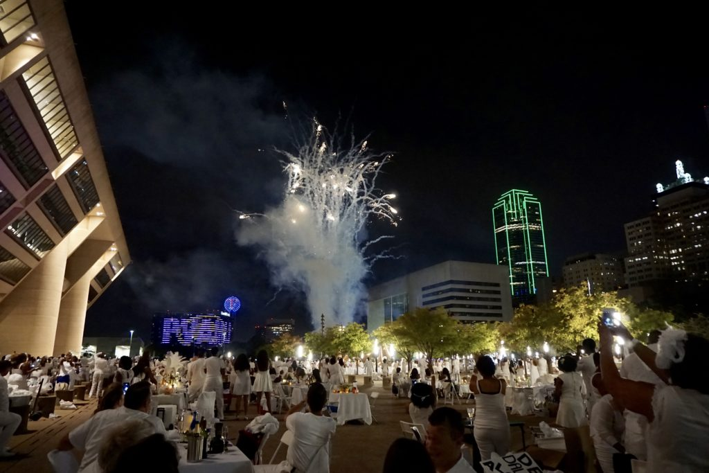 Diner en Blanc Dallas - Photo by Outside Suburbia