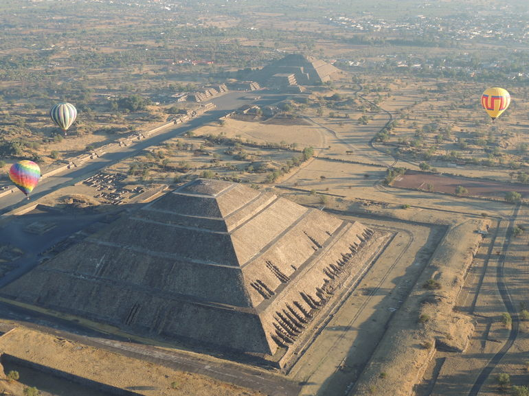 Hot Air Balloon Tour of the Teotihuacan Pyramids