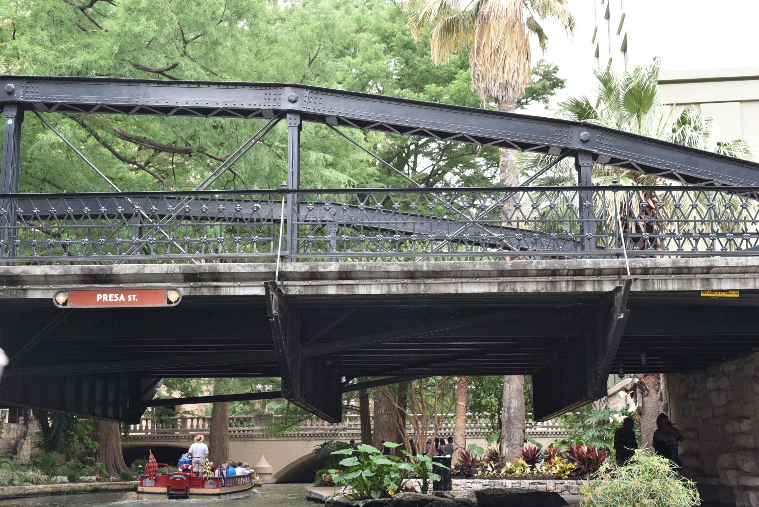 Boat tours in San Antonio : See the post for planning a weekend trip to San Antonio