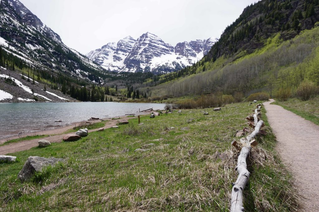 3 Short and Easy Hikes in Maroon Bells, Colorado - Photo by Outside Suburbia