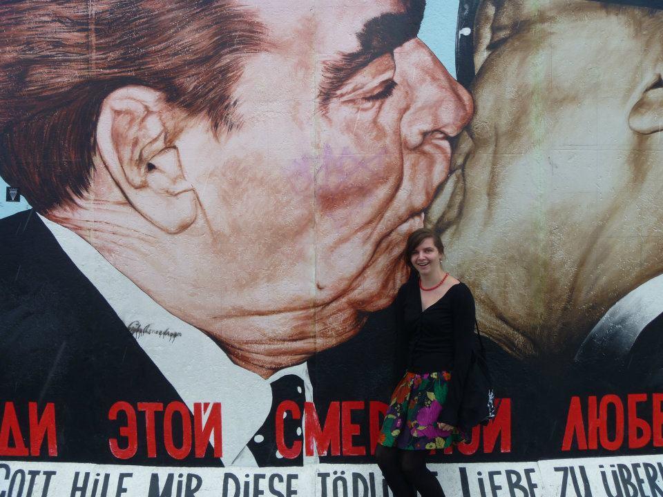 StreetArt-Berlin-fraternal kiss