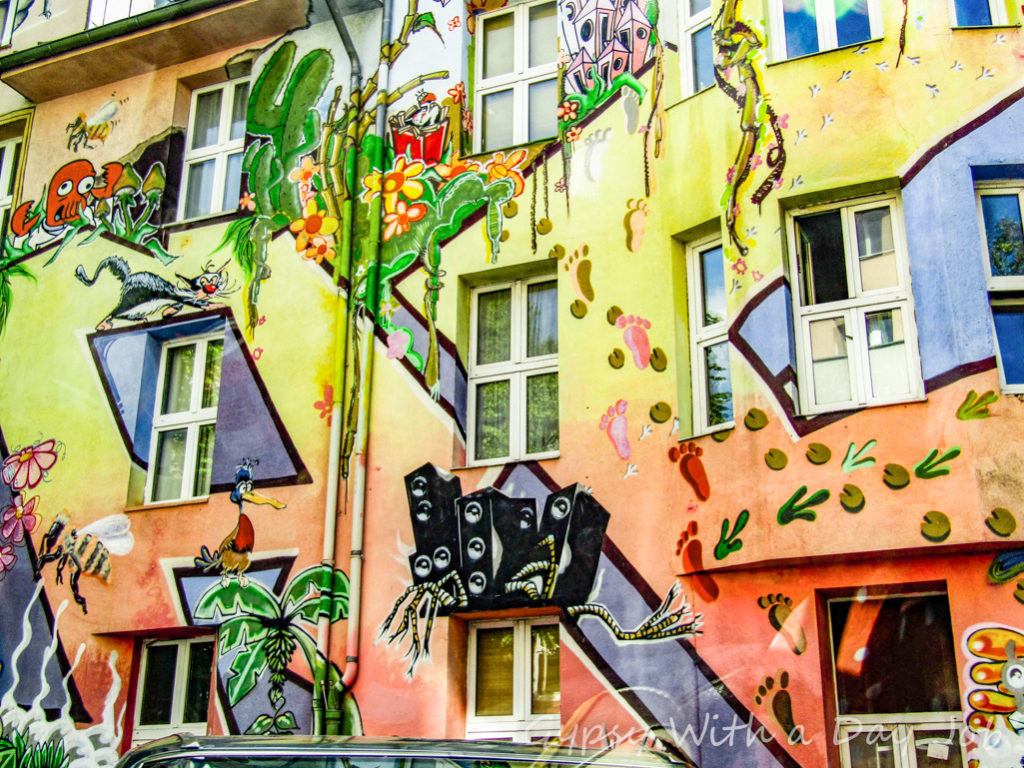 Street Art in Kiefernsyrasse, in Dusseldorf, Germany | Outside Suburbia