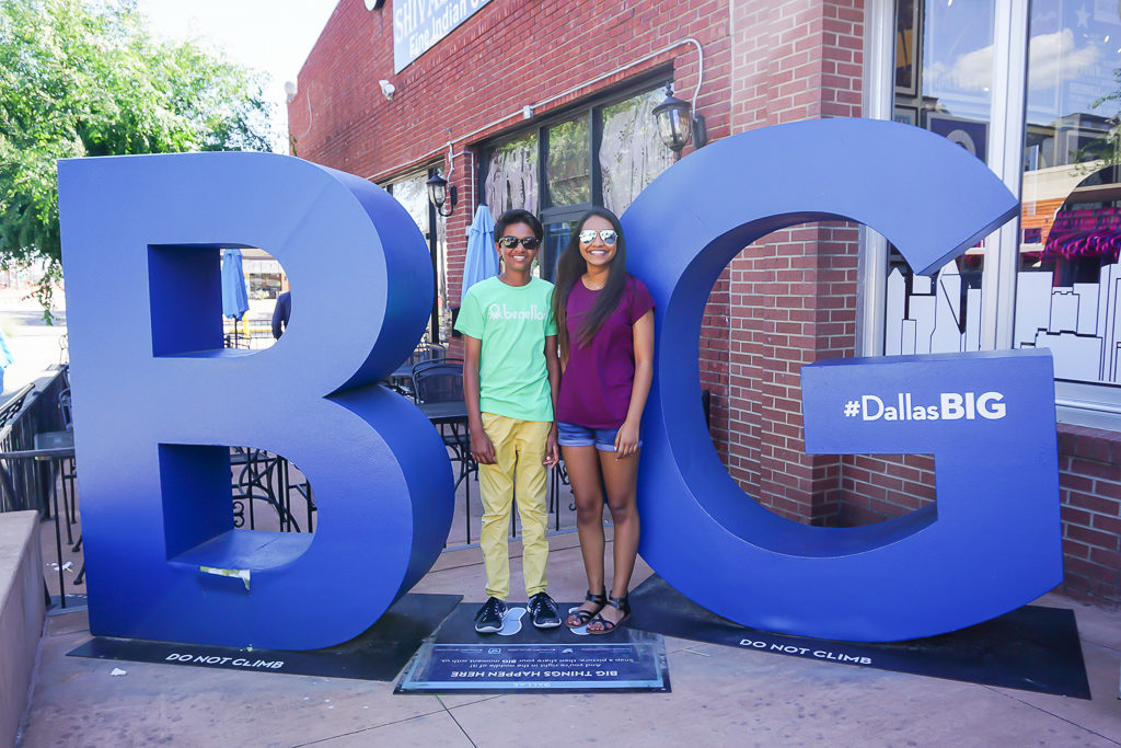 The BIG Dallas Sign - Things to do in Dallas with kids #DallasTexas