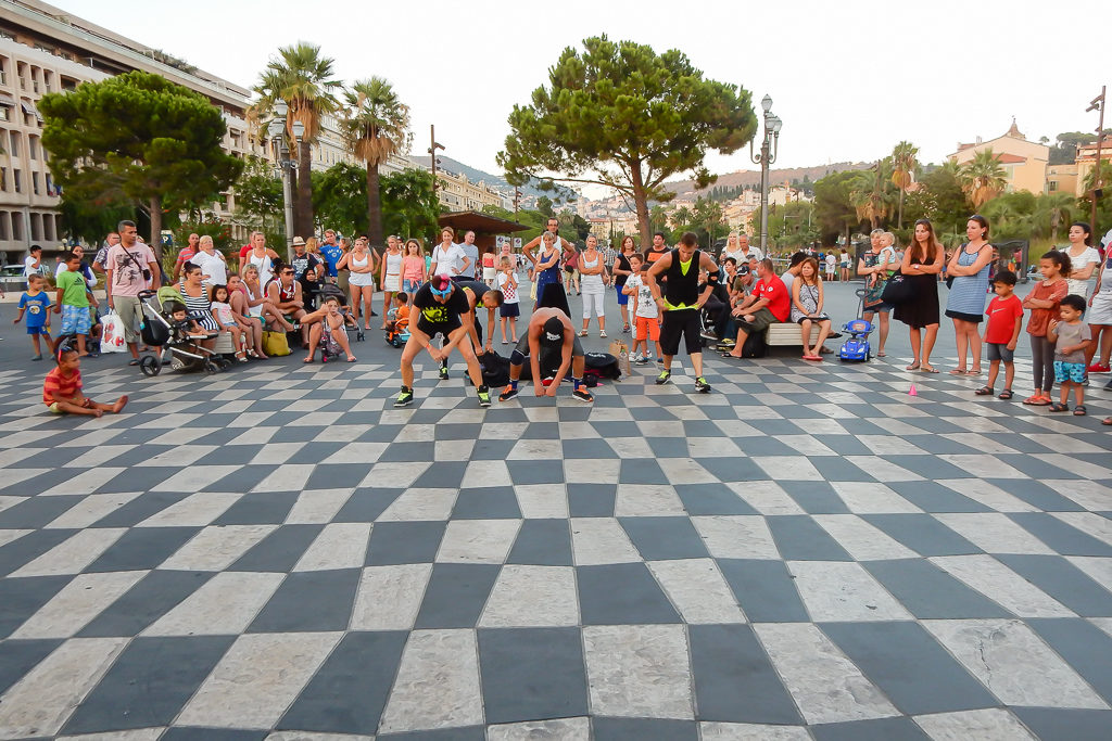 Street performers in Place Masséna, Nice, France Photo by Outside Suburbia