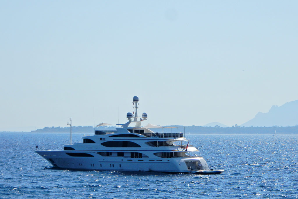 Yacht sightings at Lunch, view from Eden Roc Grill Photo by Outside Suburbia