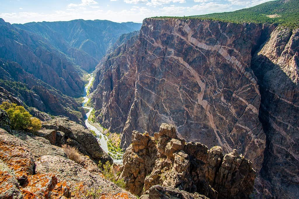 Short & Easy Hikes in Black Canyon of the Gunnison National Park, Colorado -  Best US National Parks for families - OutsideSuburbia.com