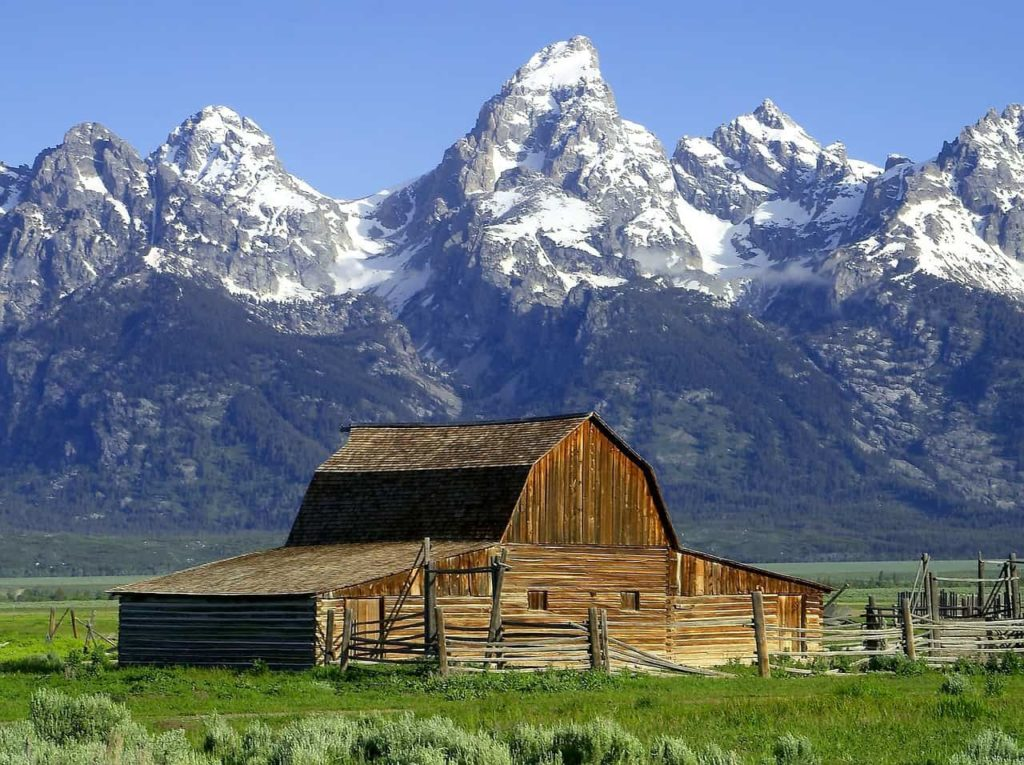 Mormon Row Barns - Best photo spots in Jackson Hole, Wyoming - OutsideSuburbia.com