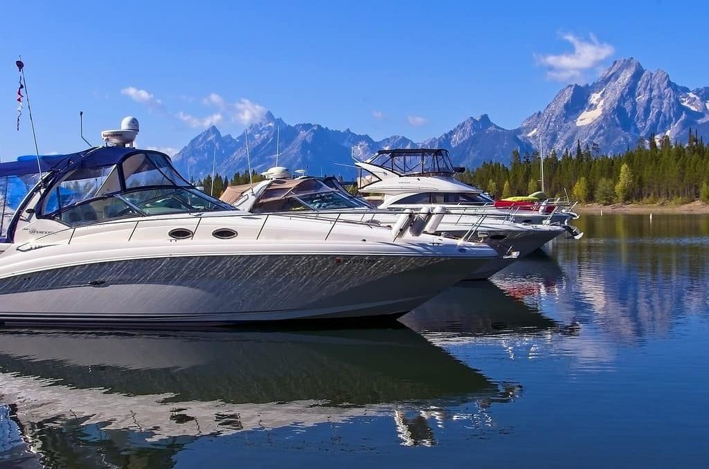 Boat rides in Jackson Lake- Things to do in Jackson Hole, Wyoming in Summer and Fall - OutsideSuburbia.com