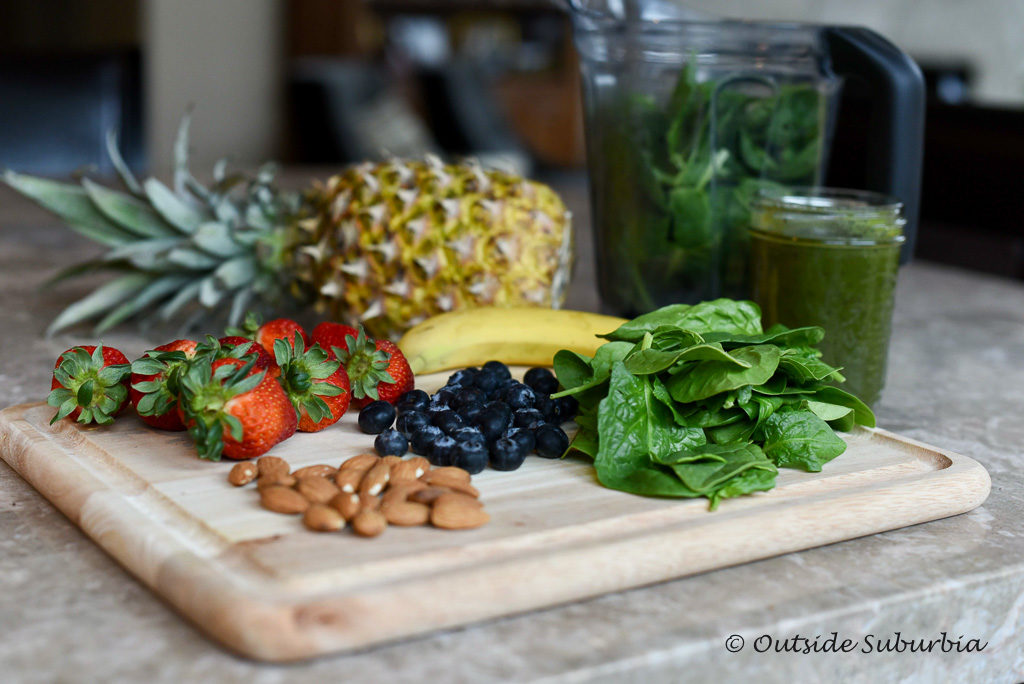 Simple Acai Green Smoothie Recipe | outsidesuburbia.com
