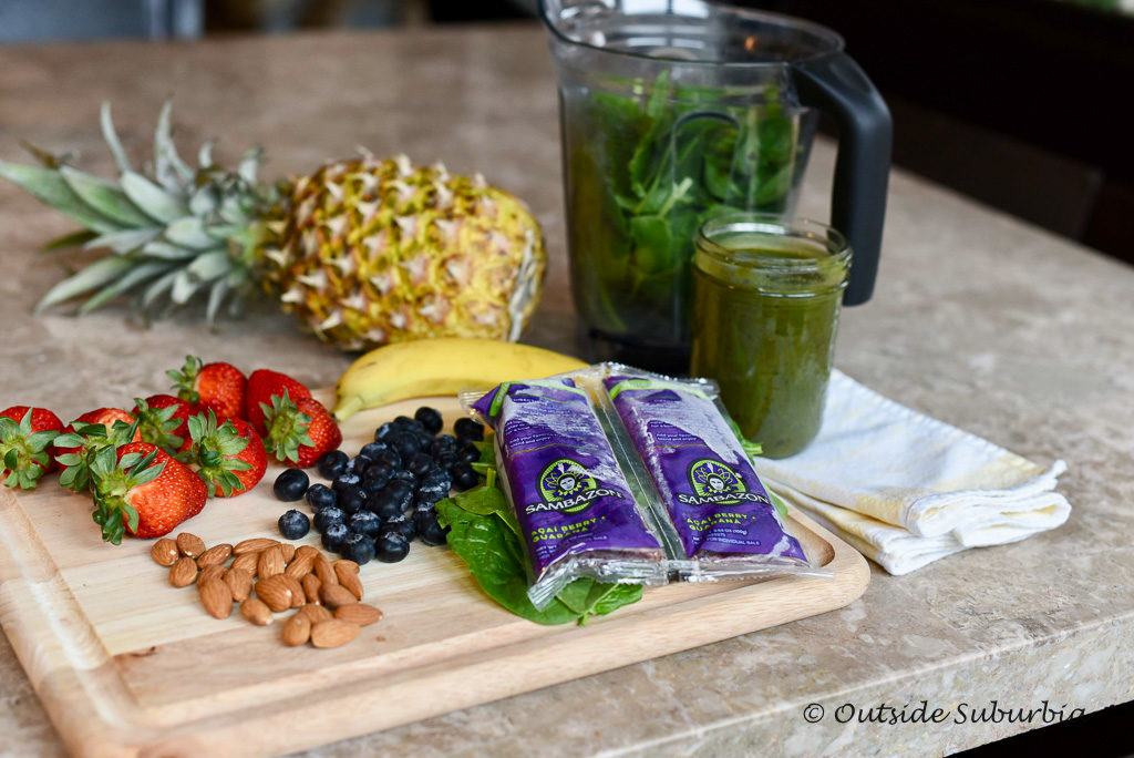 Simple Acai Green Smoothie Recipe - outsidesuburbia.com