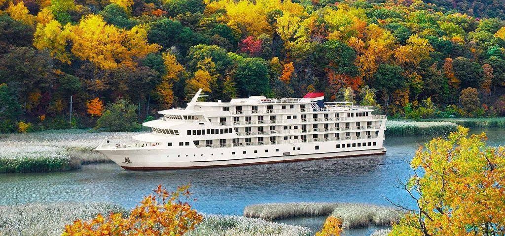 Go leaf-peeping on the Hudson River cruise with ACL
