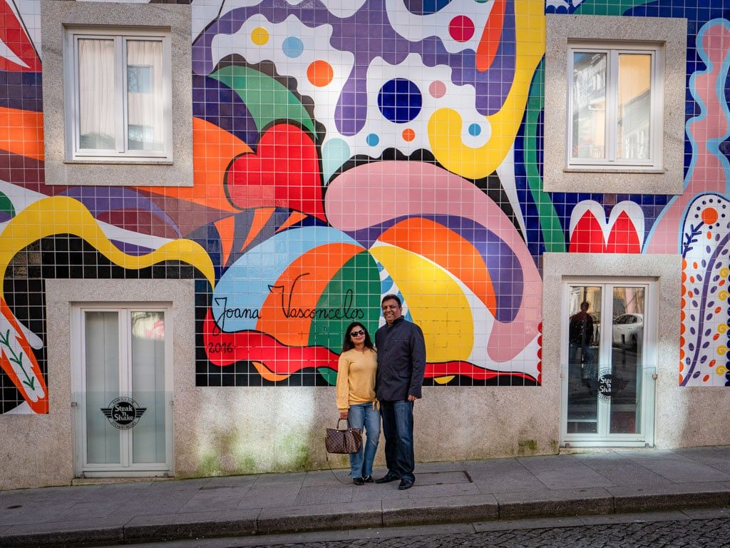 A mural on the side wall of Steak and Shake, Porto