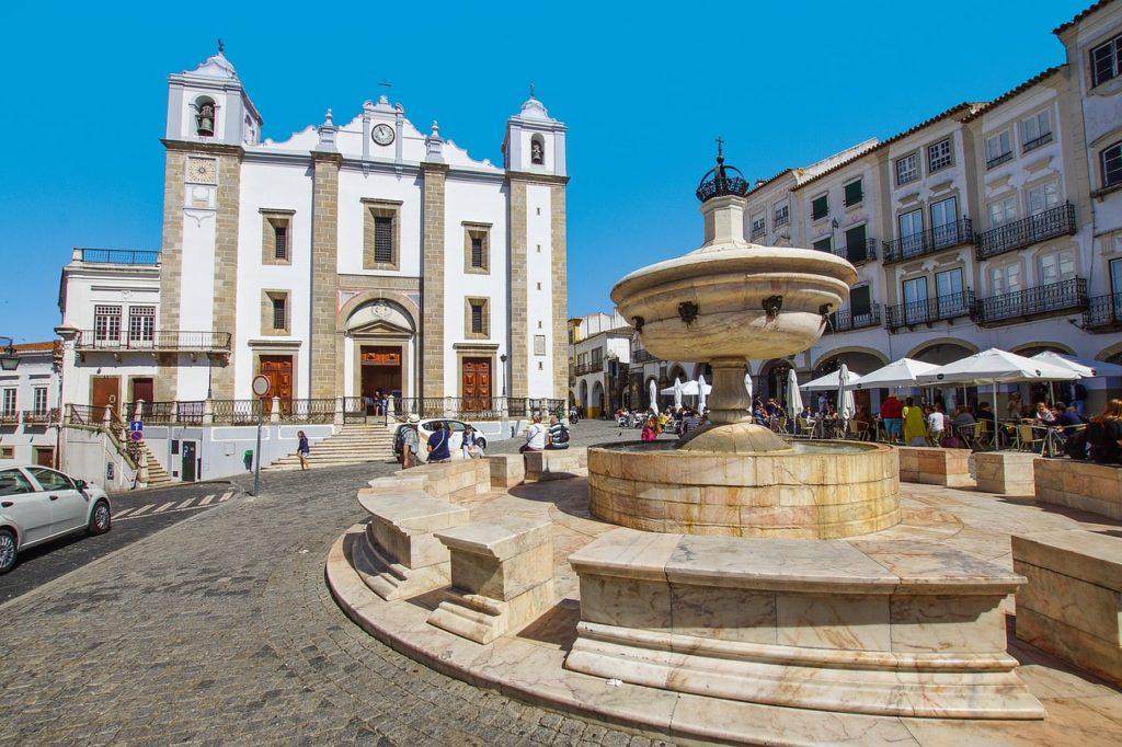 Giraldo Square, Evora, Portugal