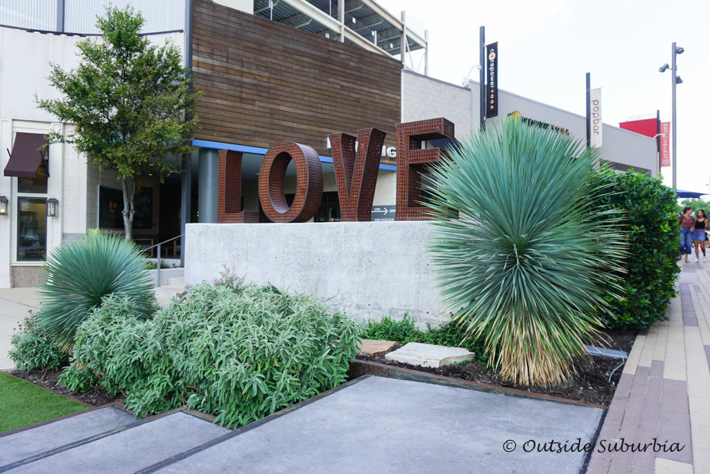 Love sculpture by Laura Kimpton at Westbend, Fort Worth