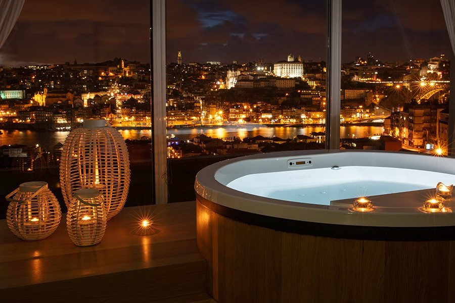Barrel Bath with Red Wine Extract: Photo by the Yeatman | Outside Suburbia
