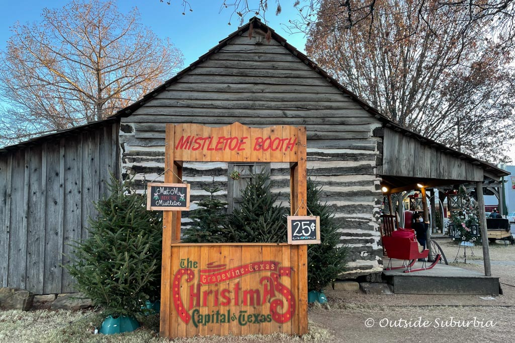 Mistletoe Booth and other Photos ops in Grapevine | Outside Suburbia