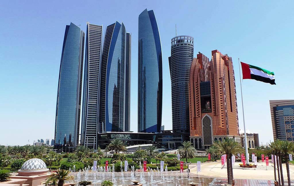A GUIDE TO THREE DAYS IN ABU DHABI & ITINERARY | Outside Suburbia