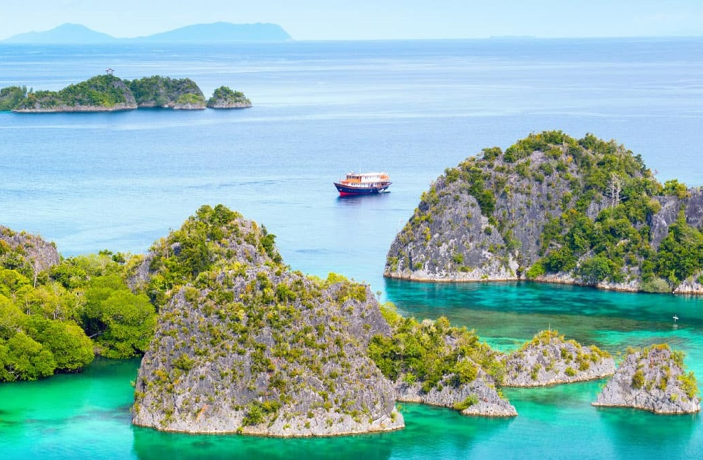 Cruise: Most beautiful islands in Indonesia | Outside Suburbia