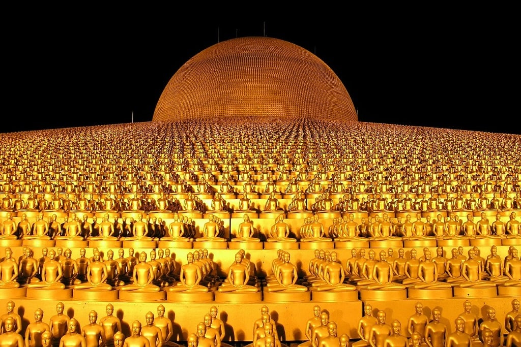 Wat Phra Dhammakaya, modern Buddhist Temple near Bangkok