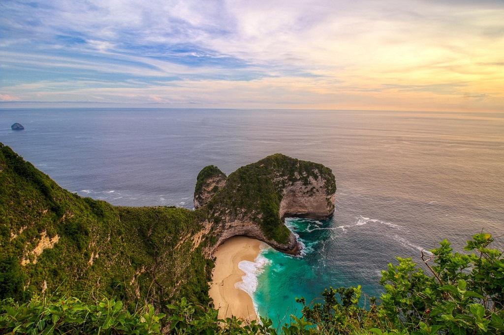 Kelingking Secret Point or Trex Beach Nusa Penida Indonesia | Outside Suburbia