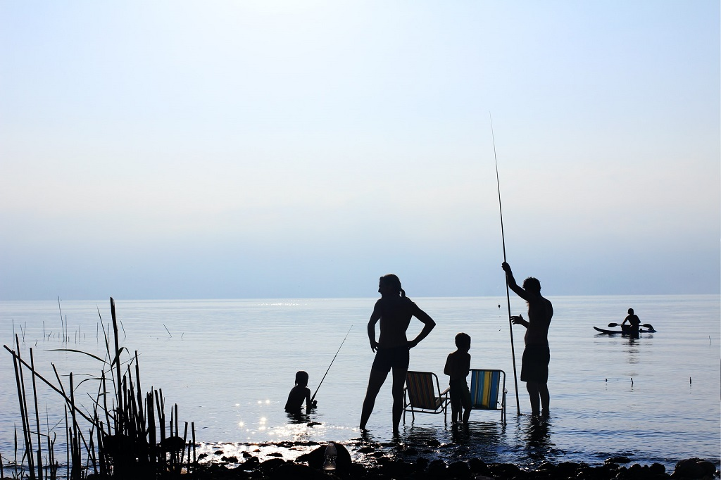Fishing Tips & Styles: A Beginner's Guide for Families and kids | OutsideSuburbia