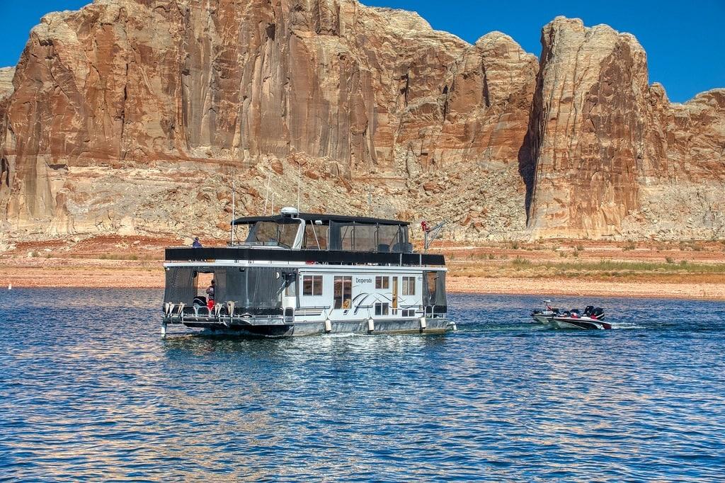 Houseboats on Lake Powell | Outside Suburbia