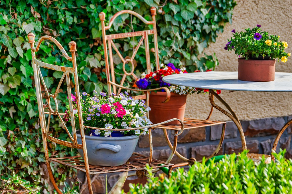 How to decide on a theme for your backyard makeover
